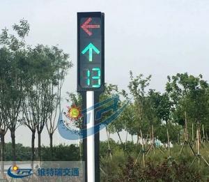开车时一定要注意交通信号灯