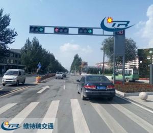关于交通信号灯变换汽车怎样调头